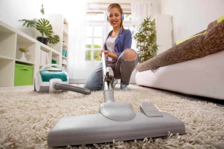 hochflor teppich reinigen in mehreren schritten. Black Bedroom Furniture Sets. Home Design Ideas
